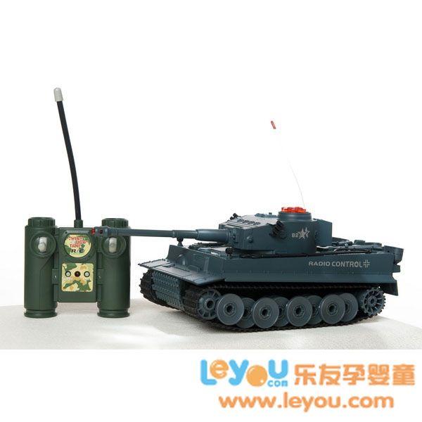 环奇遥控对战坦克培养小朋友的动手能力