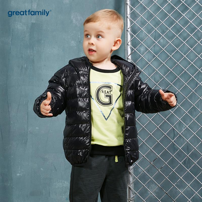 歌瑞家(Greatfamily)A类经典校园男童黑色轻薄柔软白鸭绒连帽羽绒服